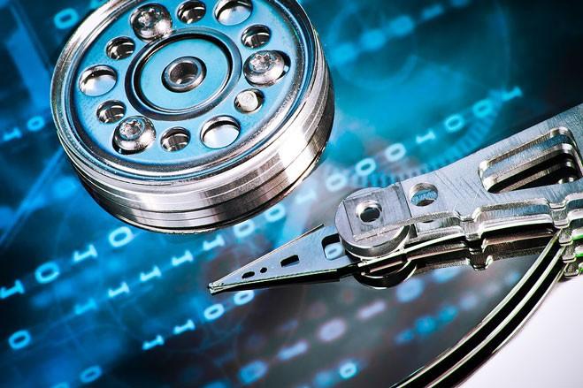 hard drive 3 900x600 - ۵ علامت برای تشخیص زودهنگام و بموقع خرابی هارد دیسک